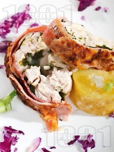 Пилешко руло от бонфиле с бекон - снимка на рецептата